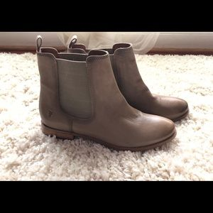 Frye Chelsea Anna Booties Size 9 New with out Box